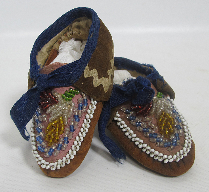 Children s beaded moccasins 1 of 3 native american moccasins